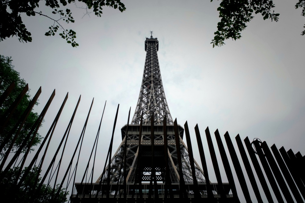 The metal fence that surrounds the remaining sides of the tower. Source: Getty.