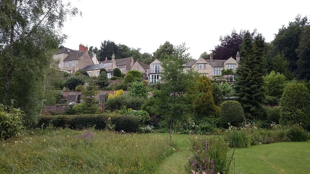 The gorgeous yellow sandstone homes at Holcum Glen, Cotswolds. Source: Village to Villa