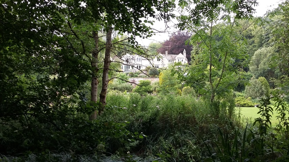 One of the many beautiful garden views at Holcum Glen. Source: Village to Villa